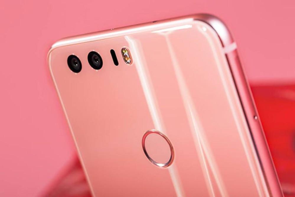 Honor 8: Διαθέσιμο και στην Ελλάδα σε εντυπωσιακό ροζ χρώμα