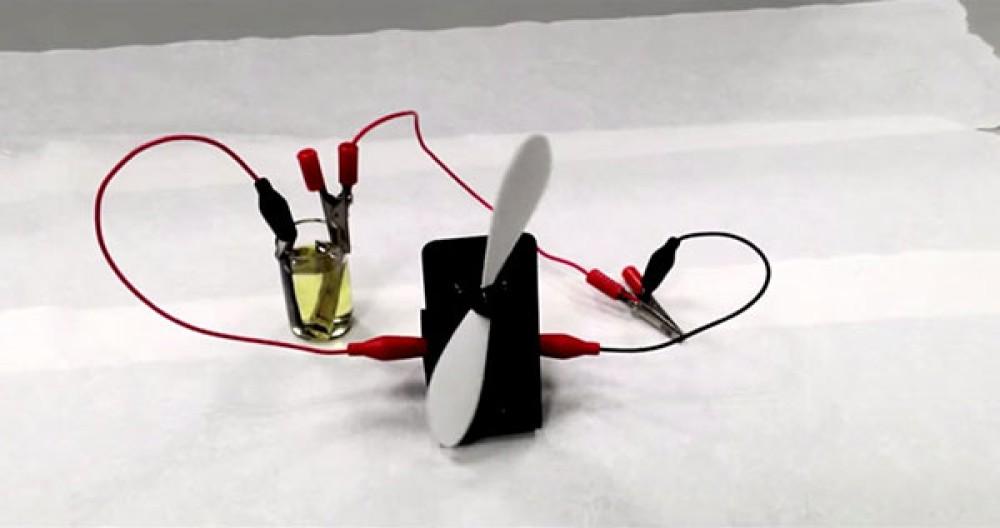 Πρωτοποριακή μπαταρία παράγει ενέργεια από το φως (τεχνητό ή φυσικό) [Video]