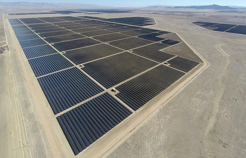 Αυτό είναι το μεγαλύτερο ηλιακό πάρκο στον κόσμο και πλέον τέθηκε σε λειτουργία [Video]