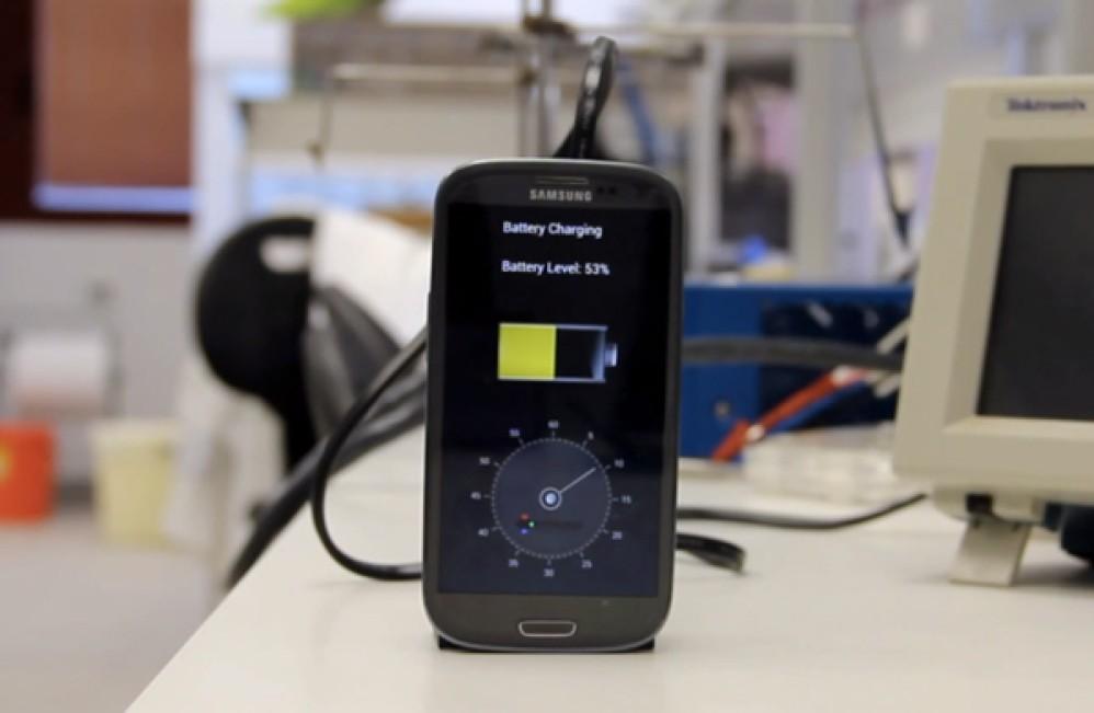 Νέα μπαταρία για smartphones φορτίζει πλήρως μέσα σε λίγα δευτερόλεπτα! [Video]