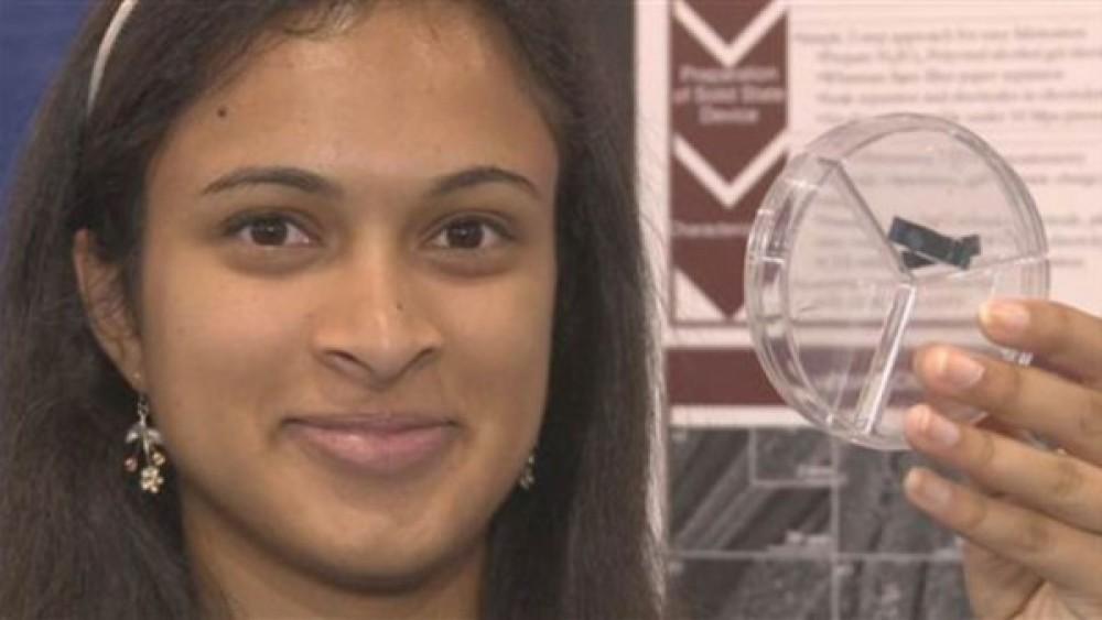 18χρονη κατασκεύασε υπερπυκνωτή που θα μπορεί να φορτίσει ένα smartphone μέσα σε 30 δευτερόλεπτα [Video]