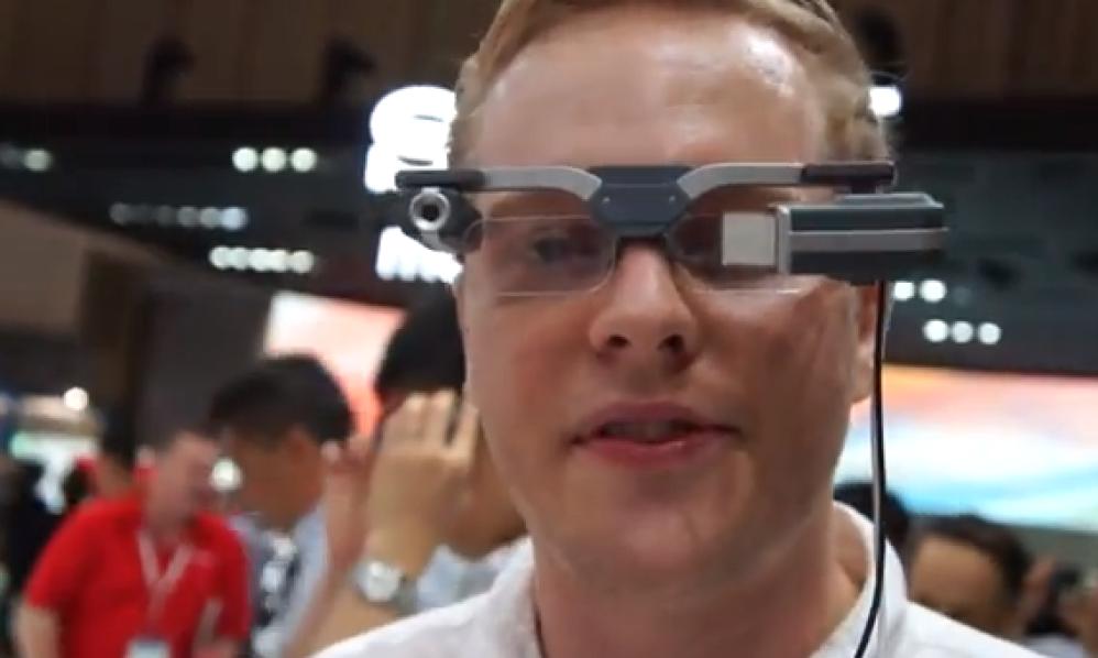 Έξυπνα γυαλιά μεταφράζουν σε πραγματικό χρόνο το κείμενο που διαβάζεις [Video]