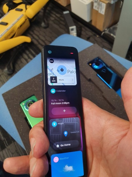 Το νέο smartphone της Essential θυμίζει τηλεχειριστήριο (Pics)