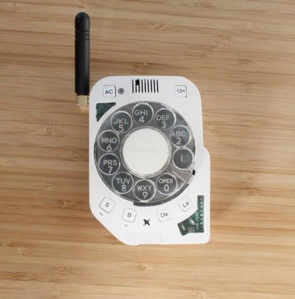 Και αυτό είναι ένα κινητό τηλέφωνο με καντράν...